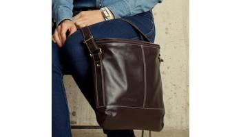 Популярность мужской кожаной сумки через плечо casual style