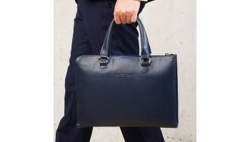 Кожаная папка для документов – оригинальный и практичный подарок коллеге
