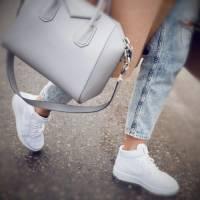 Как подобрать сумку к спортивной обуви?
