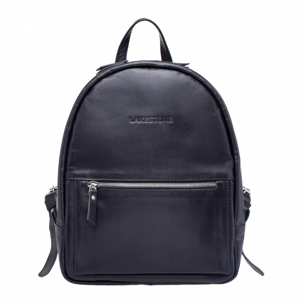 Женский рюкзак Caroline BlackЧерная кожа, стильная фурнитура и безупречный дизайн – этот&#13; аксессуар покорит сердце любой представительницы прекрасного пола. Это не&#13; просто рюкзак, а воплощение стиля и дизайнерской мысли. Не только само полотно&#13; изделия выполнено из высокосортной натуральной кожи, но из нее же сделаны&#13; ручки, хлястики, лямки. Фурнитура дорогая и качественная. Рюкзак очень вместительный, в него можно положить достаточно&#13; габаритные вещи, в том числе и ноутбук до 14 дюймов по диагонали. Аксессуар&#13; для нежных, но в тоже время для уверенных в себе девушек.<br>