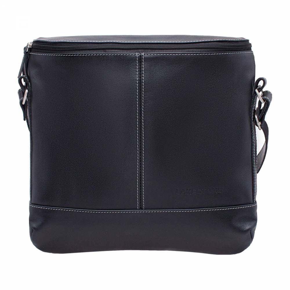 Сумка через плечо Chapel BlackВместительная деловая сумка через&#13; плечо – широкая и просторная. Изделие выполнено из качественной мягкой&#13; натуральной кожи, ее природный рельеф вызывает естественное желание&#13; прикоснуться к сумке. Очень стильно смотрится белая строчка на черном фоне. Ремень широкий, благодаря чему&#13; плечо не будет уставать, даже если сумка будет максимально перегружена. Внутрь без&#13; проблем поместятся бумаги формата А4, а также множество других, необходимых в&#13; повседневной жизни вещей.<br>