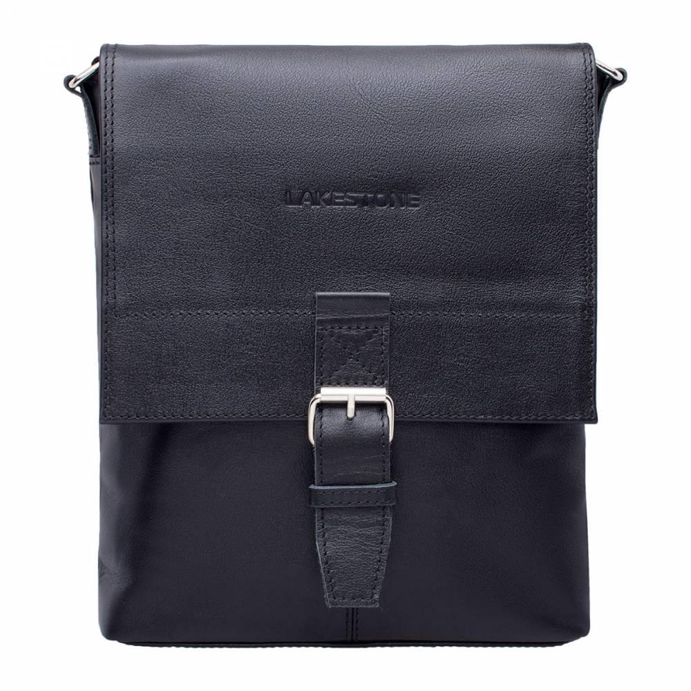 Сумка через плечо Charles BlackСтильная модель сумки через плечо&#13; из натуральной кожи. Очень оригинальное изделие с замком по типу ременной&#13; пряжки. Одного взгляда на изделие достаточно, чтобы понять – оно выполнено с&#13; особой тщательностью. Проработан каждый стежок, каждая мельчайшая деталь заняла&#13; свое место. Внутрь без проблем поместятся&#13; бумаги формата А4 и иные необходимые вещи, необходимые для ведения дел. Ремень&#13; регулируется по длине и имеет оптимальную ширину. Это позволяет плечам не&#13; уставать в процессе эксплуатации изделия.<br>