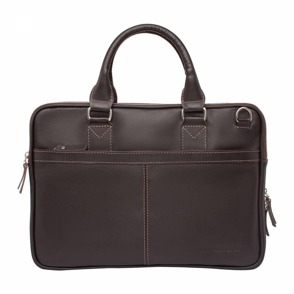 Деловая сумка Cromwell BrownСумка из натуральной кожи, которая станет отличным&#13; помощником каждого делового мужчины. Это изделие отлично подходит как для&#13; повседневного использования, так и для непродолжительных командировок. Сумка не&#13; боится трения, влаги и мороза, ведь она изготовлена из высокосортной кожи,&#13; которая будет иметь привлекательный внешний вид даже спустя несколько лет&#13; интенсивного использования. Привлекает внимание дизайн изделия и качество его&#13; исполнения. Ручная работа профессиональных мастеров заметна с первого взгляда.&#13; На сумке нет ни одного лишнего стежка, ни одной лишней строчки. Четкие строгие&#13; формы, лаконичный дизайн и выверенная годами работы функциональность.<br>