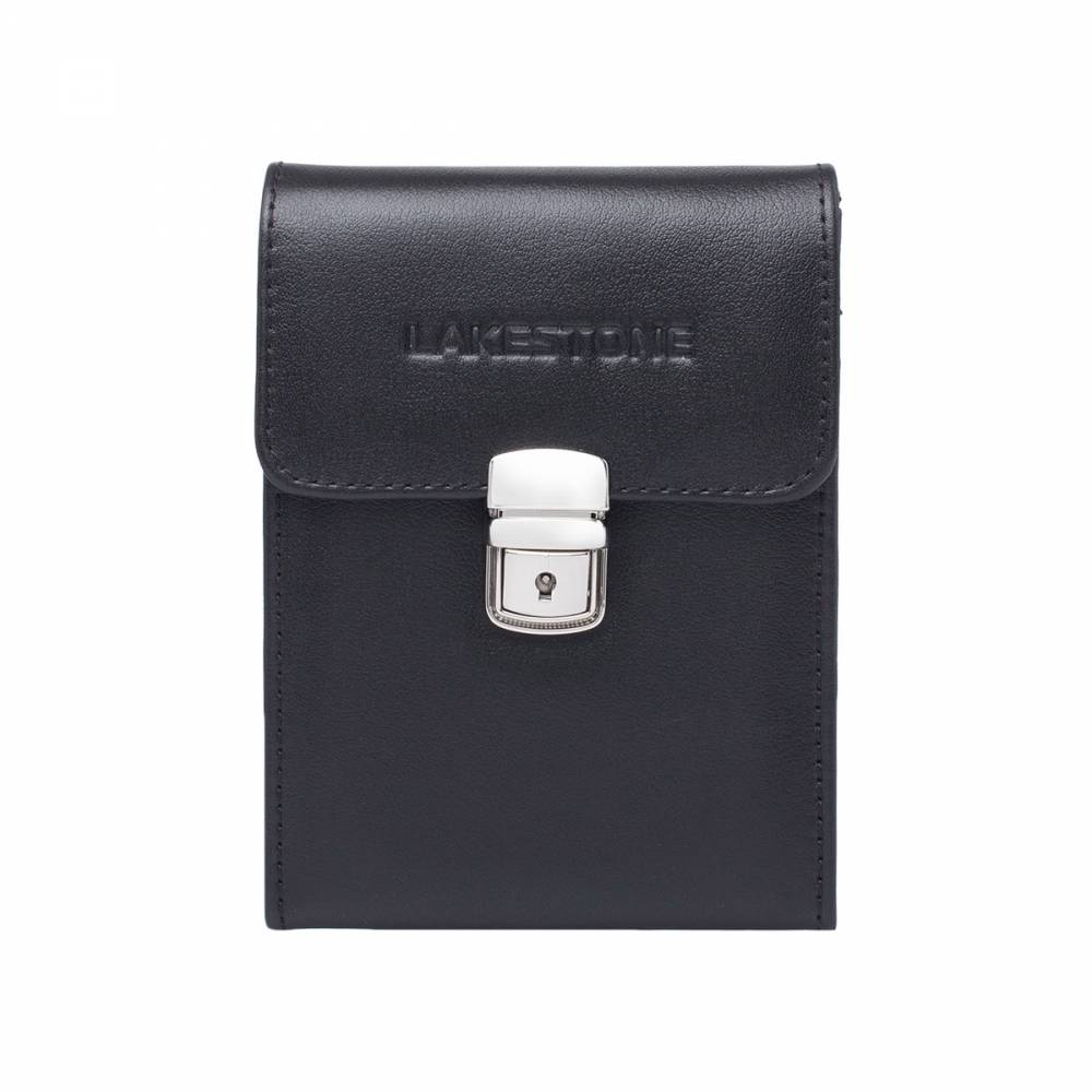 Небольшая кожаная сумка для документов Tormarton Black&amp;lt;p&amp;gt;Стильная и невероятно практичная в использовании кожаная сумка для документов и прочих атрибутов современной деловой жизни мужчины. С таким изделием можно чувствовать себя комфортно на протяжении всего дня, ведь все необходимые вещи будут под рукой. &amp;lt;/p&amp;gt;&amp;lt;p&amp;gt;Внутреннее пространство грамотно организовано, в нем найдется место для записной книжки, пластиковых карт, смартфона, портмоне. Изделие раскрывается по типу книжки, что очень удобно. &amp;lt;/p&amp;gt;&amp;lt;p&amp;gt;Что касается способа транспортировки, то аксессуар оснащен плечевым ремешком, который при необходимости можно отстегнуть. Кроме того, на задней стенке изделия имеется держатель для того, чтобы носить сумку на поясе. Подобный аксессуар точно не будет лишним в гардеробе любого мужчины.&amp;amp;nbsp;&amp;lt;/p&amp;gt;<br>