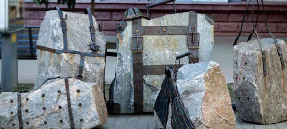 Памятники женской сумочке