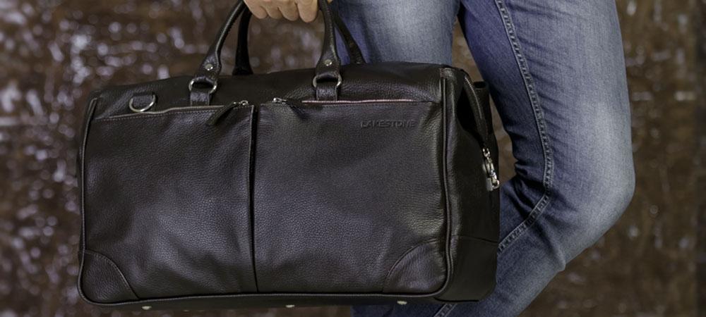 688154d35c01 Здраво оцените, что именно вы будете носить в купленном изделии, и  прикиньте, в какую по размеру сумку поместятся перечисленные вами вещи.
